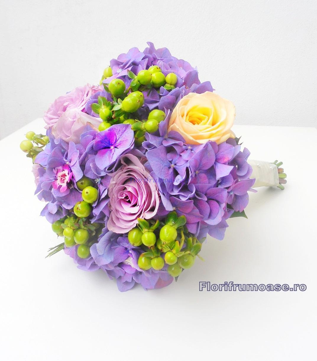 Buchet Mireasa Cu Hortensii Mov Hypericum Verde Si Trandafiri