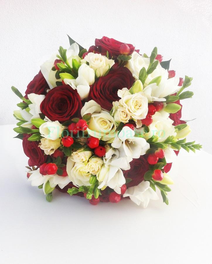 Buchet Mireasa Cu Trandafiri Frezii Si Miniroze Buchete De Mireasă