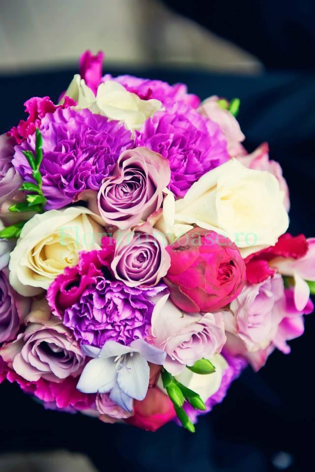 Buchet Mireasa Cu Trandafiri Si Garoafe Mov Buchete De Mireasă